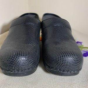 DANSKO clogs 38 8 like new faux snake skin animal